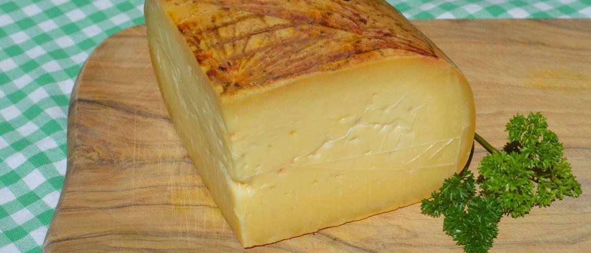 Queso Mahón,  queso de leche de vaca y de oveja semi